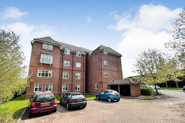 2 bed flat for sale in The Hollies, Mapledurwell, Basingstoke RG24