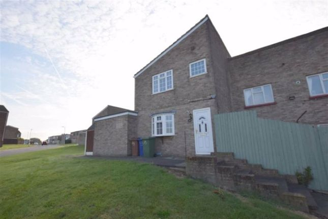 3 bed end terrace house to rent in Nottage Close, Stanford Le Hope, Essex SS17