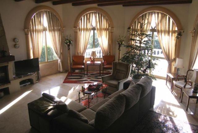 1 (4) Living Room