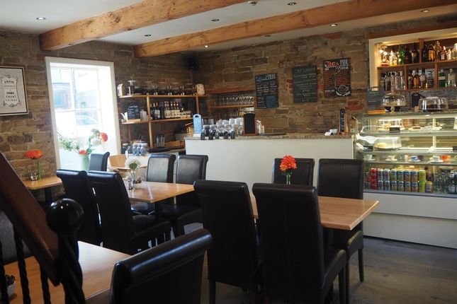 Thumbnail Restaurant/cafe for sale in Cafe & Sandwich Bars HD1, West Yorkshire