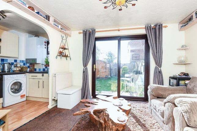 Thumbnail Flat for sale in Lapwing Close, Bicester