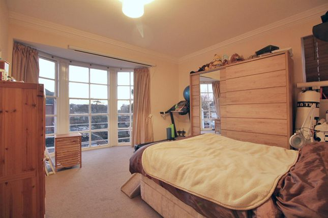 2 bed flat for sale in Waverley Road, Enfield