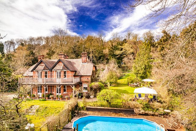 Thumbnail Detached house for sale in High View, Streatley On Thames