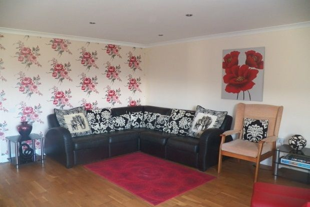 Thumbnail Bungalow to rent in Llandawke, Laugharne, Carmarthen