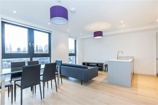 Thumbnail Flat to rent in Cheshire Street, London