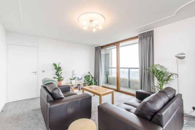Thumbnail Flat to rent in Lauderdale Tower, Barbican