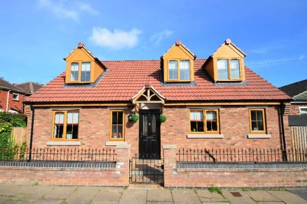 Thumbnail Bungalow to rent in St Georges Road, Bessacarr, Doncaster