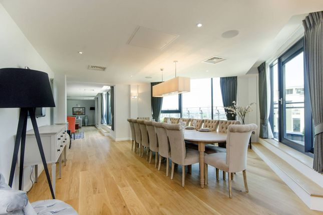 Thumbnail Flat to rent in Millharbour, Isle Of Dogs