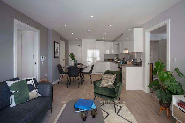 Thumbnail Flat to rent in Waterman Walk, Salford