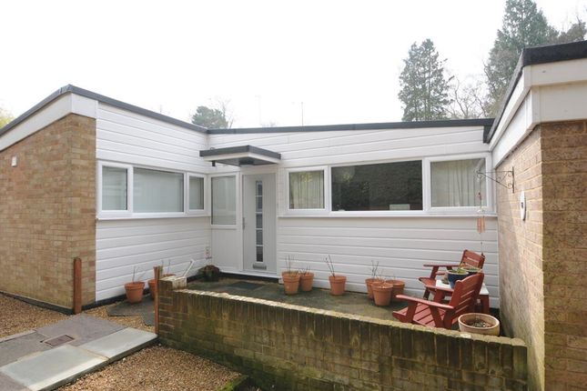 2 bed bungalow to rent in Heathermount Drive, Crowthorne
