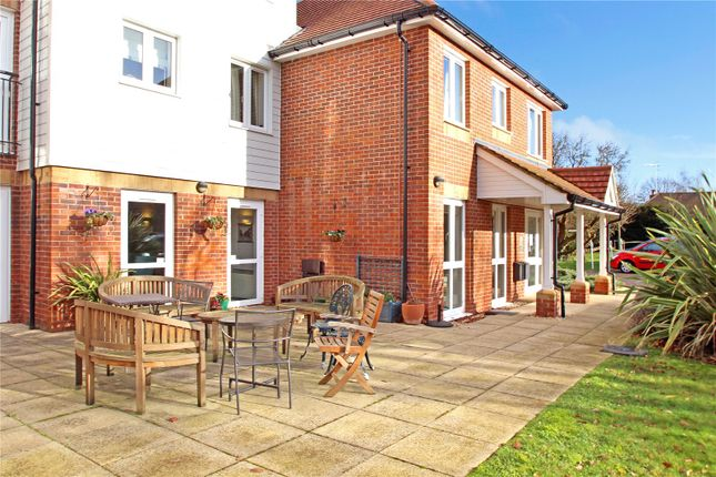 Thumbnail Property for sale in Penlee Close, Edenbridge