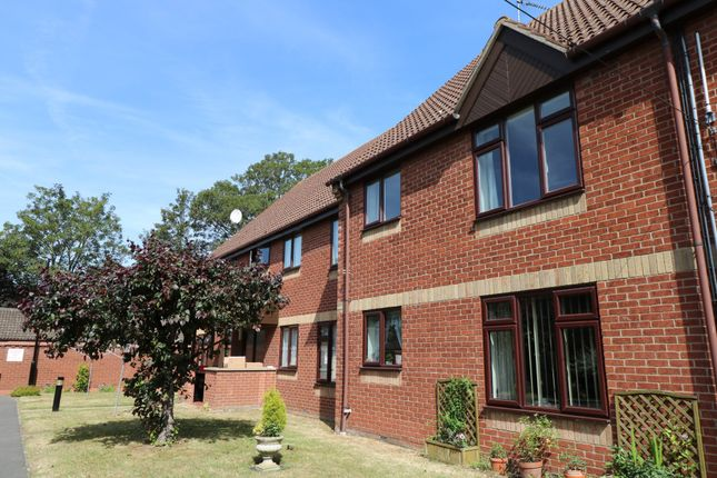 Thumbnail Flat to rent in Parkside Court, Diss
