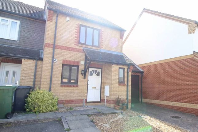 Thumbnail Terraced house to rent in Lorimer Close, Luton, Bedfordshire