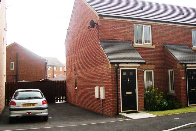 Thumbnail Semi-detached house to rent in Oakwell Close, Scunthorpe