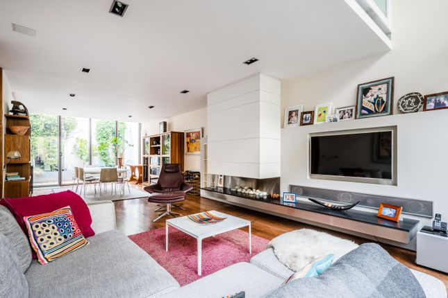 Thumbnail Terraced house for sale in Haven Mews, Islington
