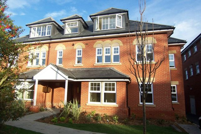 Thumbnail Flat to rent in Claremont Avenue, Woking