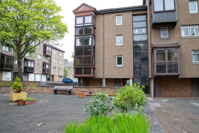 Thumbnail Flat to rent in Nicol Street, Kirkcaldy, Fife