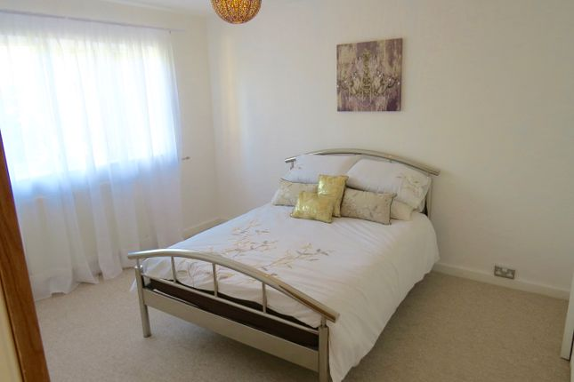 Room to rent in Ossulton Place, East Finchley