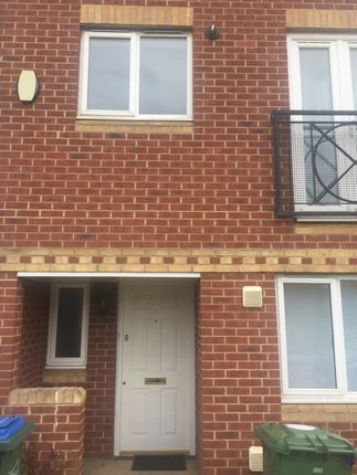 Thumbnail Town house for sale in Hill View Drive, London West Thamesmead