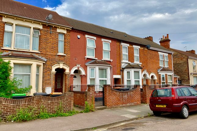 3 bed terraced house to rent in St.Leonards Avenue, Bedford MK42