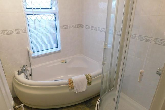 Bathroom B of Kingfisher Drive, Beacon Park Home Village, Skegness PE25
