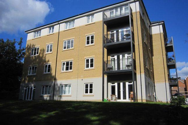 2 bed flat to rent in Renfields, Haywards Heath RH16