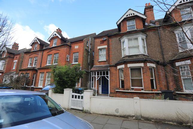 Thumbnail Flat to rent in Victoria Avenue, Surbiton