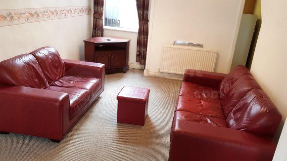 Thumbnail Shared accommodation to rent in Longden Road, Manchester