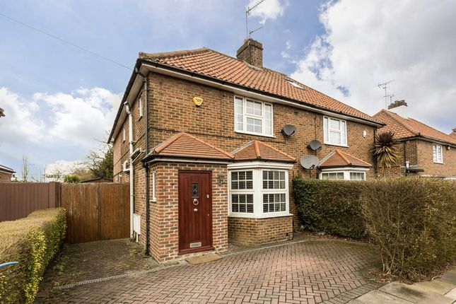 3 bed property for sale in Saxon Drive, London