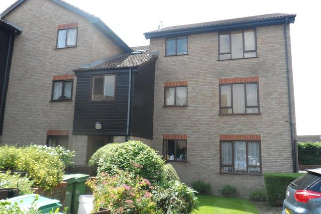 Thumbnail Flat to rent in Firs Close, Mitcham