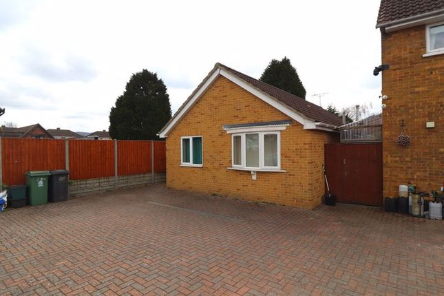 2 bed bungalow to rent in Hucclecote Road, Gloucester GL3