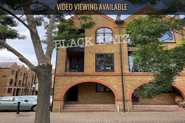 Thumbnail Town house to rent in Brunswick Quay, London
