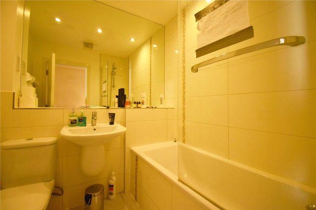Bathroom of Gweal Avenue, Reading, Berkshire RG2