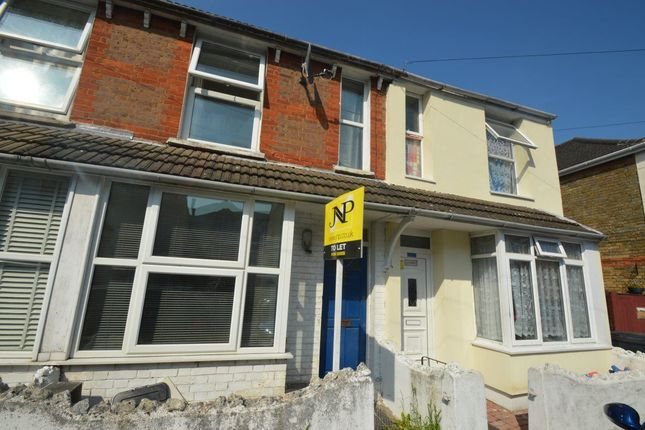 4 bed terraced house to rent in Upper Green Street, High Wycombe
