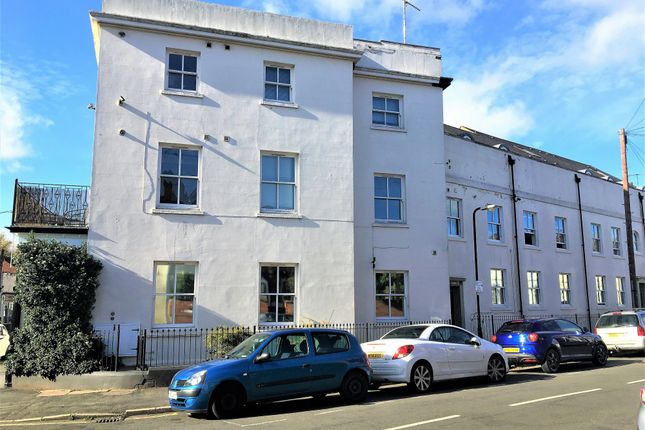 6 bed terraced house to rent in George Street, Leamington Spa