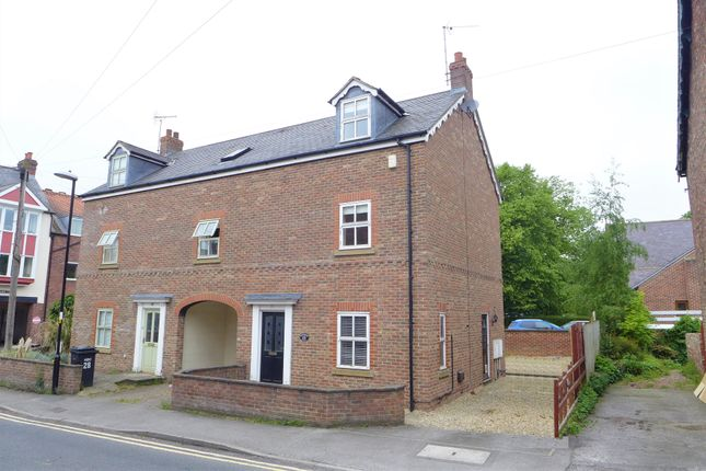4 bed semi-detached house to rent in Westbourne Grove, Ripon