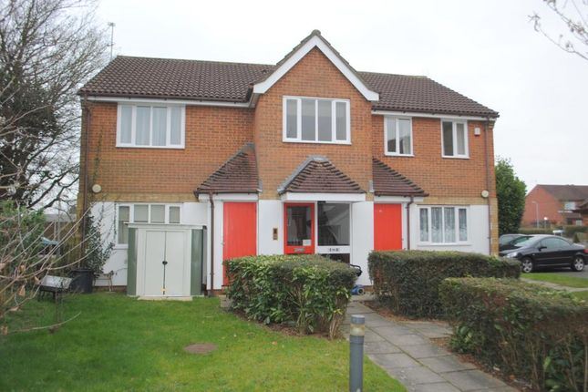 Thumbnail Flat to rent in Swallows Oak, Abbots Langley