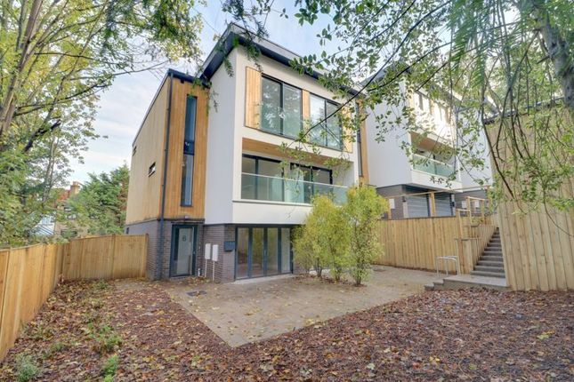 Thumbnail Town house for sale in Warren Road, Purley