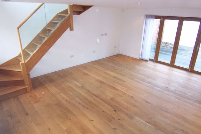 Thumbnail Property to rent in Columbia Avenue, Worcester Park