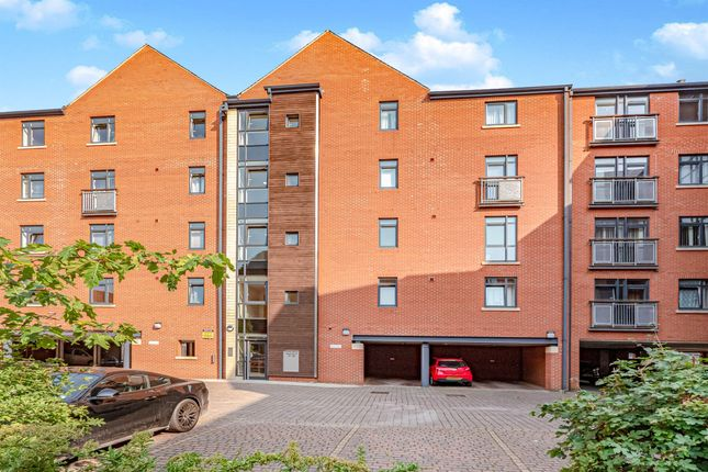 Thumbnail Flat for sale in Trinity Wharf, High Street, Hull