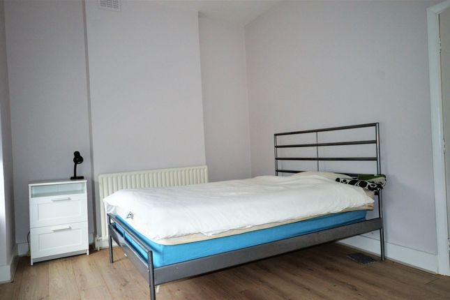 Thumbnail Shared accommodation to rent in Dermody Road, Lewisham, Greater London