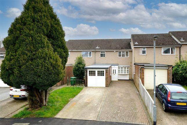 Thumbnail Terraced house for sale in Dunlin Road, Grovehill, Hemel Hempstead, Hertfordshire