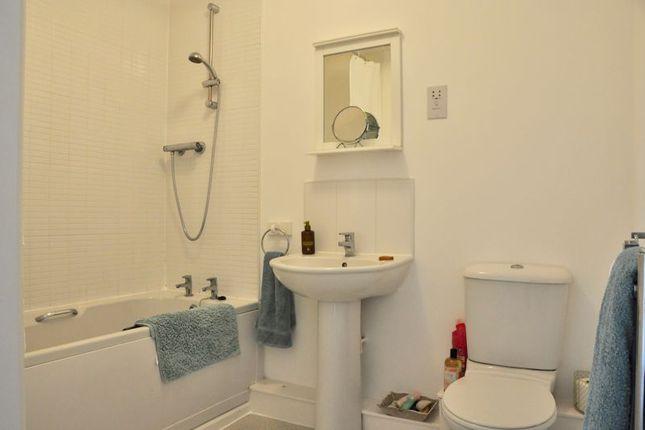 Bathroom of Robins Corner, Evesham WR11