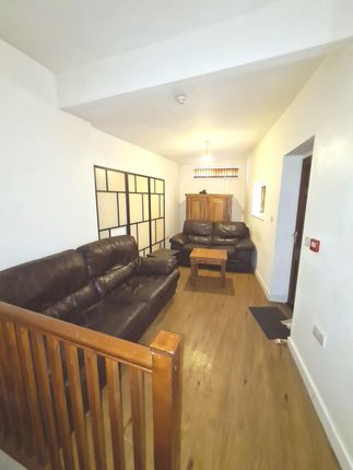 1 bed flat to rent in 34B Bradford Road, Keighley BD21