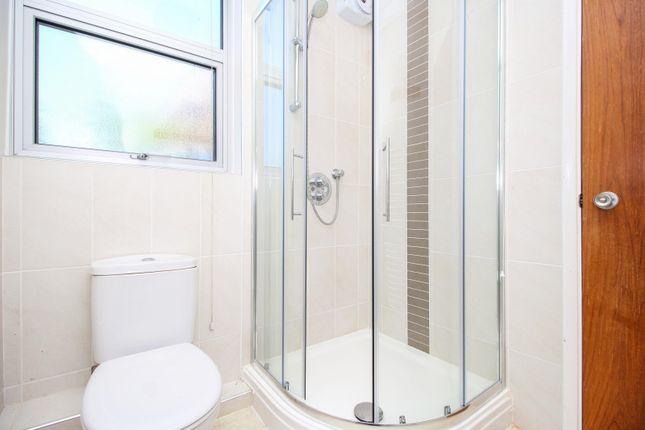 En Suite of Hampton Court Road, East Molesey KT8