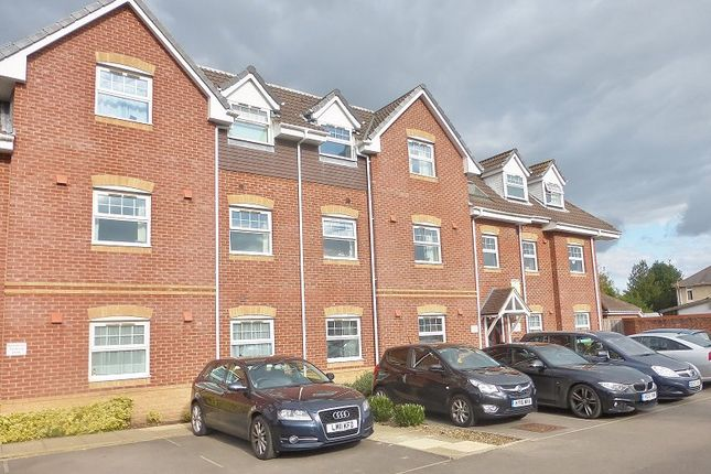 Thumbnail Flat to rent in Parjoy House, Salisbury Close, Eastleigh