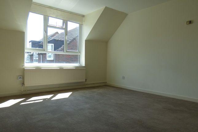 Flat in  Fawcett Close  Clapham Junction S Fulham