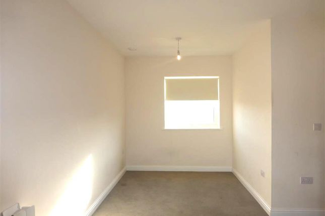 Living Room of Midshires Business Park, Smeaton Close, Aylesbury HP19