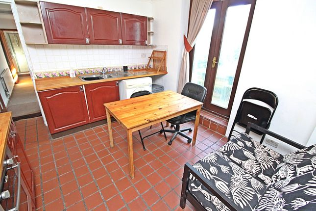 Thumbnail Flat to rent in Park Crescent, Treforest