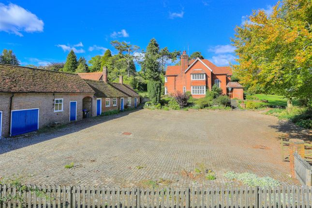 Thumbnail Detached house for sale in West Leith, Tring